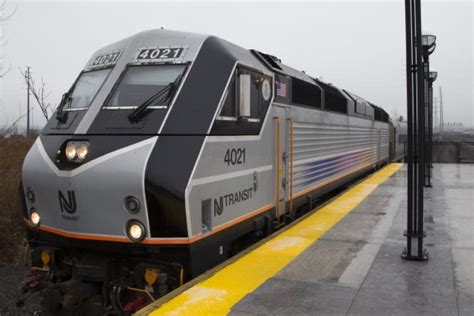 NJ Transit train gets stuck in tunnel - NY Daily News