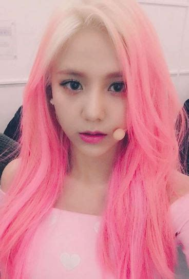 Who rocks pink hair? (Kpop female edition) (Updated!)