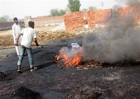 Report exposes Pakistani e-waste recycling workers' plight