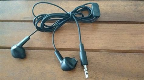Why Your Earbuds Cable Get Tangled And Knotted? - Wearable