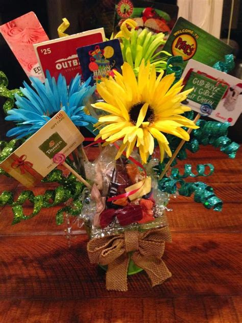 10 Teacher Approved End-of-Year Gifts   Gift card bouquet